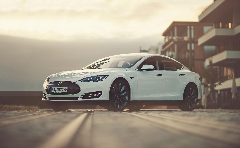 Tesla Front Zum Mieten